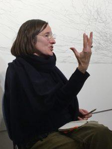 Hanne Loreck beim Artist Talk Einzelausstellung Kati Gausmann